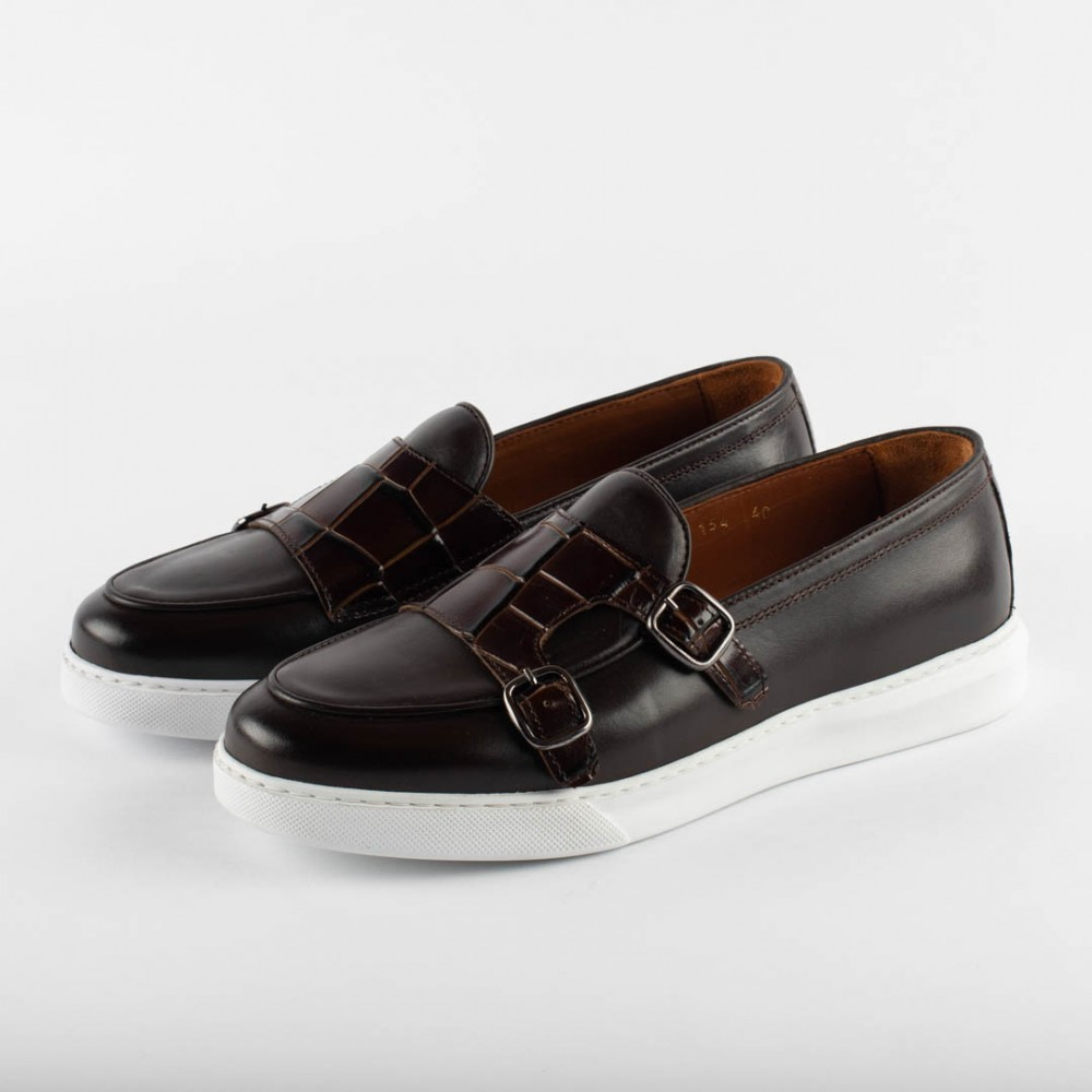 BROWN CASUALS